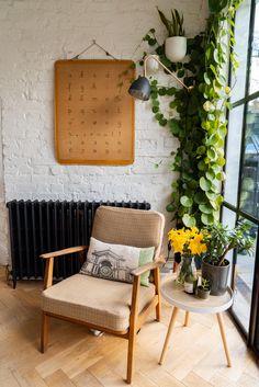 Home Tour: Tiny & The House - The Frugality Victorian Terrace Interior, Victorian House Interiors, Victorian Homes, Living Room Inspiration, Home Decor Inspiration, Flat Interior, Interior Design, The Frugality, Cosy Corner