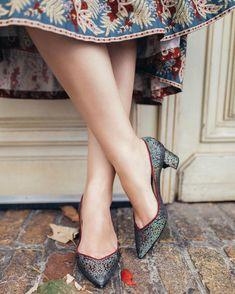 Instagram Idda Van Munster, Pin Up Girls, Kitten Heels, Shoes, Hair Styles, Instagram, Fashion, Moda, Zapatos