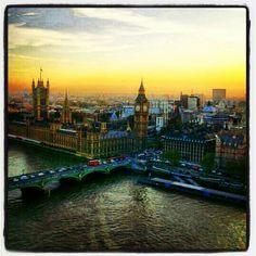 Beautiful sunset (rise?) shot of London by @Shamalkumal