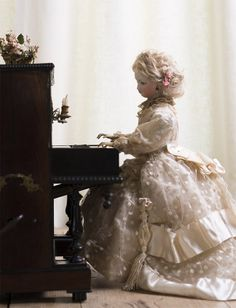 "17"" (42 cm) seated Rare Antique French Musical Mechanical Automaton Lady at Piano by Vichy"