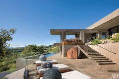 While constructing a contemporary house for a couple in Sonoma, California, architect Harvey Sanchez and his son, Conrad, asked designer Ron Mann to help with the architecture and build out and decorate the interiors. Contemporary Stairs, Contemporary Building, Contemporary Wallpaper, Contemporary Garden, Contemporary Architecture, Contemporary Furniture, Contemporary Design, Farmhouse Contemporary, Contemporary Apartment
