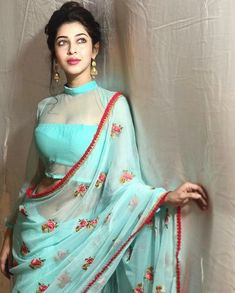 Saree Blouse Designs: Latest & Evergreen collections of 2019 Netted Blouse Designs, Fancy Blouse Designs, Blouse Neck Designs, Sari Design, Indian Beauty Saree, Indian Sarees, Indian Bollywood, Bollywood Actress, Look Fashion