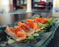 A quién se le hace la boca agua con nuestro tataki de salmón con papaya e ikura?  #GrupoNomo #tataki #salmon #papaya #ikura #megustaelsushi #sushi #japones #igersbcn #igerscatalonia #instagramers #instagood #instafood #yummy #delicious #barcelona #gastronomia #food #foodiesbarcelona #bcndelicatessen #gourmet #sushilover by gruponomo