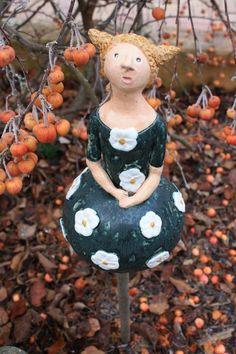 Gartenfiguren - JanuarTanne Sally Keramikfigur - ein Designerstück von Konform-art bei DaWanda