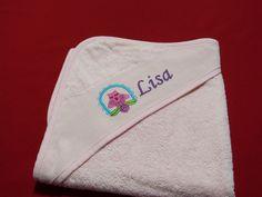 Handtücher - Kapuzenbadetuch mit Wunschnamen und Motiv - ein Designerstück von Taeschli-und-co bei DaWanda