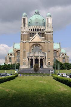 Basilique nationale du Sacré-Cœur, parvis de la Basilique 1/Nationale Basiliek van het Heilig Hart, Basiliekvoorplein 1,  Koekelberg (photo : A. de Ville de Goyet, SPRB)