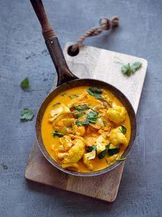 Kukkakaalicurry | Maku Vegan Recipes Easy, Veggie Recipes, Indian Food Recipes, Vegetarian Recipes, Cooking Recipes, Veggie Dinners, Veggie Food, Vegan Foods, Vegan Dishes