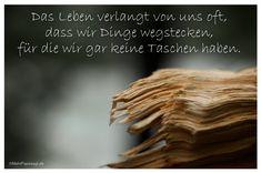 Mein Papa sagt...  Das Leben verlangt von uns oft, dass wir Dinge wegstecken, für die wir gar keine Taschen haben.    #Zitate #deutsch #quotes      Weisheiten und Zitate TÄGLICH NEU auf www.MeinPapasagt.de