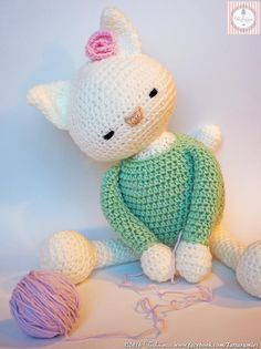 Gorgeous, free cat amigurumi pattern.  Unfortunately, the pattern is done with photos and in Spanish.  I'm checking the availability of an English pattern now.
