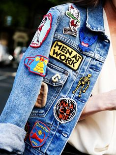 Gepimpte Jeansjacke mit Patches.