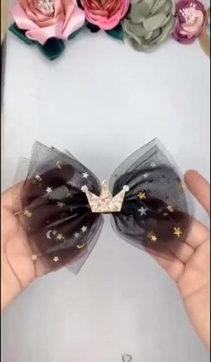Diy Hair Scrunchies, Diy Hair Bows, Handmade Hair Bows, Diy Ribbon, Ribbon Crafts, Tulle Crafts, Ribbon Hair, Fabric Crafts, Ribbon Embroidery Tutorial