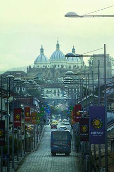 #Ecuador #pais #ciudad #catedral #hermosavista #transporte #camino #colectivo