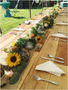 little miss lovely floral design // garland head table arrangement with sunflowers - Art Sketches Sunflower Table Arrangements, Sunflower Wedding Centerpieces, Head Table Wedding Decorations, Wedding Table Garland, Wedding Table Settings, Table Flowers, Flower Bouquet Wedding, Yellow Decorations, Stage Decorations