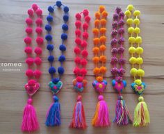 Coloridos Collares de pompons Romea por RomeaAccessories en Etsy #necklaces #colorful #etsy #shop #women #shoponline #romeaaccessories #handmade Diy Tassel, Tassel Jewelry, Tassel Necklace, Tassels, Pom Pom Crafts, Yarn Crafts, Decor Crafts, Cute Sewing Projects, Fiesta Decorations