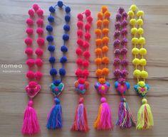 Coloridos Collares de pompons Romea por RomeaAccessories en Etsy #necklaces #colorful #etsy #shop #women #shoponline #romeaaccessories #handmade