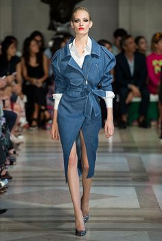 Carolina Herrera Spring/Summer 2017 at New York Fashion Week Fashion Week, Fashion 2017, New York Fashion, Runway Fashion, High Fashion, Fashion Show, Fashion Dresses, Fashion Design, Carolina Herrera