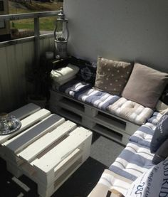 Balcony lounge made with pallets | 1001 Pallets