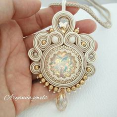 Soutache necklace... Soutache Bracelet, Soutache Pendant, Soutache Jewelry, Boho Jewelry, Jewelry Crafts, Jewelery, Handmade Jewelry, Beaded Necklace, Bead Embroidery Jewelry