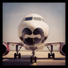 Presenting our #SFGiants inspired, bearded plane. #FlyTheBeard