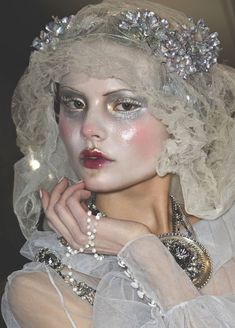 Risultati immagini per pat mcgrath for john galliano Makeup Inspo, Makeup Art, Makeup Inspiration, Beauty Makeup, Hair Makeup, Snow Makeup, Ghost Makeup, John Galliano, Galliano Dior