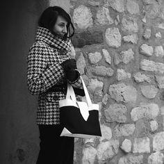 Sac Madison porté par Céline Triangle Bag, Laetitia, Celine, Ruffle Blouse, Pattern, Bags, Women, Fashion, Quilted Tote Bags