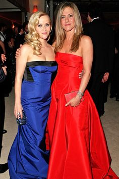 Reese Witherspoon and Jennifer Aniston from 2013 Vanity Fair Oscar Party This pic is just brimming with beauty! Reese is wearing Louis Vuitton and Jen is wearing Valentino. Jennifer Aniston Interview, Jennifer Aniston Pictures, Jenifer Aniston, Reese Witherspoon, Graydon Carter, New Tv Series, Vanity Fair Oscar Party, Blue Dresses, Dress Red