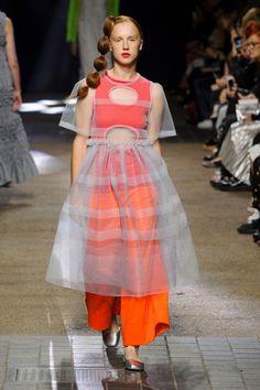 #MollyGoddard #2017 #Fashion #Show #Fall2017 #lfw #London #Fashionweek via @TheCut