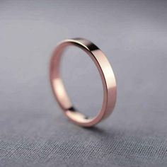 This high-shine unisex rose gold band: