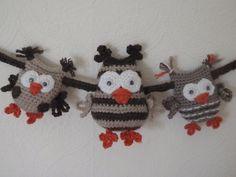 Who's who amongst the hooh hooh Crochet Bunting, Crochet Garland, Crochet Owls, Love Crochet, Crochet Animals, Knit Crochet, Knitting Projects, Crochet Projects, Types Of Weaving
