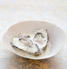 Oysters in organic white chocolate champagne froth Oyster Recipes, Bestfriends, White Chocolate, Oysters, Truffles, A Table, Coastal, Champagne, Vanilla