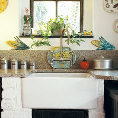 New Home Interior Design: Take a look inside this eclectic Victorian terrace in London Wall Decor Bedroom, Sink, Home Interior Design, Kitschy Kitchen, Belfast Sink, House Interior, Victorian Terrace, Kitchen Design, Rustic Kitchen Sinks