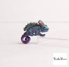 Chameleon. 1'' x  0.5'' Polymer clay miniature Nikita Mathur
