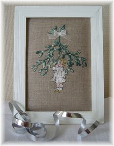 I like the simple framing for this lovely little xstitch picture.