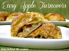 Crispy and flaky on the outside, gooey on the inside! These Easy Apple Turnovers are so easy to make. Serve them at a brunch, Easter breakfast, baby show Apple Desserts, Apple Recipes, Just Desserts, Sweet Recipes, Yummy Recipes, Brunch Recipes, Snack Recipes, Dessert Recipes, Cooking Recipes