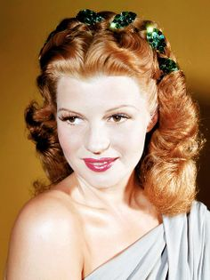 So DARN Gorgeous!!!  Rita Hayworth Golden Age of Hollywood