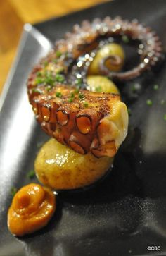 Tapas always ! Seafood Recipes, Gourmet Recipes, Octopus Recipes, Tapas Menu, Good Food, Yummy Food, Mets, Food Presentation, Food Plating