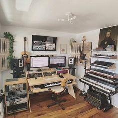 Home Recording Studio Setup, Home Studio Setup, Basement Studio, Music Studio Room, Studio Interior, Home Music Rooms, Music Bedroom, Ideas Habitaciones, Decoration