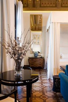 Inspired by architectural legacy of Barcelona's mercantile past, Interior design studio Lázaro Rosa-Violán has designed the new Cotton House Hotel in the district of Eixample. Barcelona Hotels, Barcelona Spain, Marvin Gaye, Mid Century Light Fixtures, Cotton House, Hotel Restaurant, Vogue Living, Interior Decorating, Interior Design
