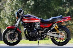 AC Sanctuary is a healing temple for 70s and 80s four-cylinder superbikes, it's a place were old Japanese motorbikes get modern day racing transformations. Their latest jaw dropping creation a custom Kawasaki Z1 aka RCM-242 is just priceless.