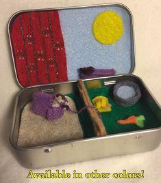 Artículos similares a caballo de fieltro playset peluche miniatura en una lata - Itty Bitty Maties, peluche animal caballo, caballo de bolsillo en Etsy