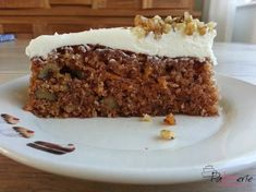 This carrot cake with walnuts recipe comes from the amazing chef Yotam Ottolenghi. It's a nice light cake with spices and a delicious cream cheese icing Otto Lenghi, Good Food, Yummy Food, Salty Cake, Savoury Cake, Carrot Cake, Clean Eating Snacks, Healthy Desserts, No Bake Cake
