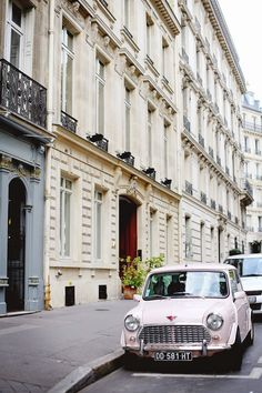 Vintage cars in Paris