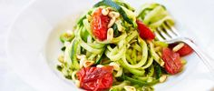 Try our courgetti recipe with pesto and tomatoes. This easy zucchini pasta recipe is an easy pasta recipe with courgette. Make this easy courgette pasta Zucchini Pasta Recipes, Vegetarian Pasta Recipes, Easy Pasta Recipes, Veggie Recipes, Courgetti Recipe, Pesto Recipe, Low Calorie Pasta, Calorie Diet, Healthy Italian Recipes