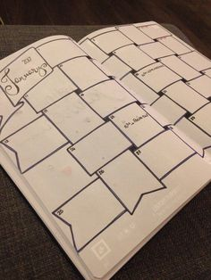 J'ai démarré mon premier Bullet Journal en Janvier 2016, avec des hauts et des bas tout au long de l'année (jour manquants, oubli de quotes…), mais hors de question de m'en …