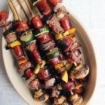 Anticuchos de carne y vegetarianos