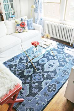 Love The Navy Blue Rug Used In This Living Room Makeover By Burlap And Lace!