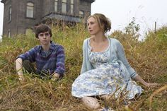 "Get a sneak peek at A's ""Psycho"" prequel series ""Bates Motel"" starring Freddie Highmore as Norman Bates and Vera Farmiga as Norma Bates. Freddie Highmore, Norman Bates, Motel Bates, Bates Motel Season 4, Bates Hotel, 18 Movies, Movies And Tv Shows, Movie Tv, Horror Movies"