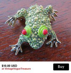 #frog #frogbrooch #fairygarden #terrarium #vintagefrog #frogjewelry