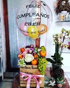 Fruit Gifts, Food Gifts, Candy Bouquet, Balloon Bouquet, Candy Party, Party Favors, Bee Drawing, Edible Bouquets, Fruit And Vegetable Carving