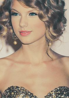 taylor swift <3 want her hair.